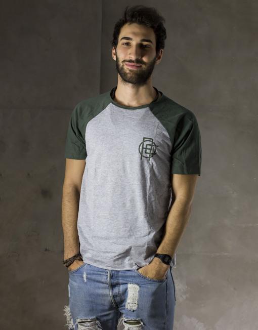 Round Clothing | Basic Collection - T-shirt Grigio Chiaro con maniche raglan Verdi CHAIN
